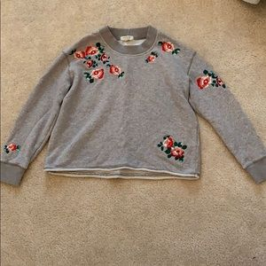 gray sweatshirt/sweater